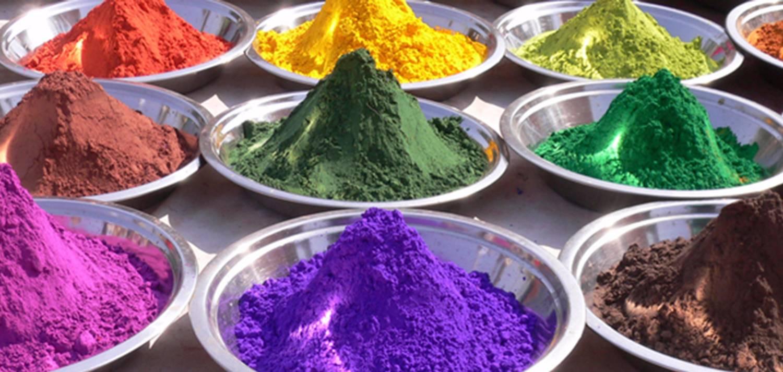 Spuiterij Tauber - Kleuren maken in eigen kleurmakerij